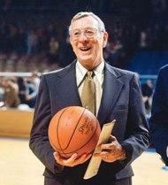John Wooden (1910-2010) da entrambi definito il miglior coach NCAA.